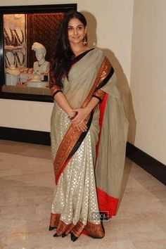 Vidya Balan with Martin Luther King 3 at Priyadarshni Award Beautiful Saree, Beautiful Indian Actress, Indian Wedding Outfits, Indian Outfits, Indian Sarees, Sabyasachi Sarees, Bengali Saree, Lehenga, Modern Saree