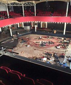 Blick in die Terror-Hölle: Dutzende Leichen liegen auf dem Parkett der Tanzfläche im Konzertsaal des Bataclan (Foto: instagram)...:/