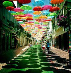Águeda - Guarda-chuvas multicores #agueda #guardachuvas