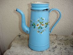 ANCIENNE CAFETIERE EMAILLEE A DECOR DE FLEURS EMAILLEE