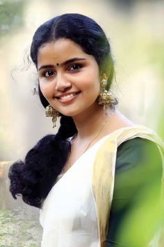Indian Long Hair Braid, Braids For Long Hair, Beauty Full Girl, Beauty Women, Indian Face, Anupama Parameswaran, Actress Pics, South Indian Actress, South Actress
