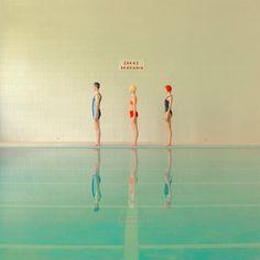 Swimming pool, las bellas fotografías de María Svarbova - Esto no es arte Photo D Art, Foto Art, World Photography, Fashion Photography, Swimming Photography, Creative Photography, Landscape Photography, Photo Dream, Modern Photographers