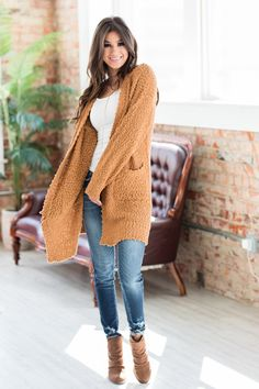 Our Lara Luxe Popcorn Cardigan features long sleeves, pockets and the softest fabric ever! Layer it over a cute tee and with your favorite jeans and booties. Trendy Fall Outfits, Casual School Outfits, Casual Winter Outfits, Winter Fashion Outfits, Spring Outfits, Autumn Fashion, Women Fall Outfits, Winter Clothes Women, Comfortable Fall Outfits