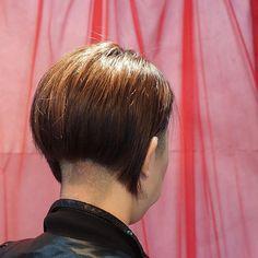 #刈り上げ女子 #ショートヘアー #刈り上げヘア #jill原宿#ヘアサロン#美容室 #原宿 #ヘアスタイル#神宮前…   Flickr Medium Short Hair, Short Hair Cuts, Medium Hair Styles, Short Hair Styles, Shaved Nape, Shaved Sides, Short Stacked Bobs, Clipper Cut, Short Undercut