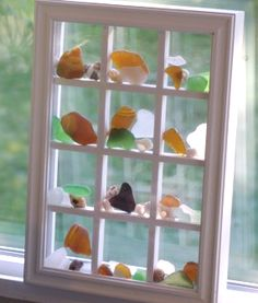 Window pane shadow box for sea glass and shells. Sea Glass Crafts, Seashell Crafts, Beach Crafts, Sea Glass Beach, Sea Glass Art, Shell Display, Sea Glass Display, Deco Marine, Creation Deco