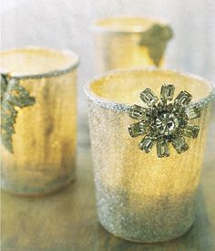 Holiday Glow: Use flea market costume jewelry to dress up plain votive cups. Coat juice glasses with clear crafts glue, then roll the glasses in clear glitter. Attach silver trim around the rims and finish with faux jewels. Diy Christmas Balls, All Things Christmas, White Christmas, Vintage Christmas, Christmas Holidays, Christmas Decorations, Christmas Ideas, Christmas Candles, Christmas Messages