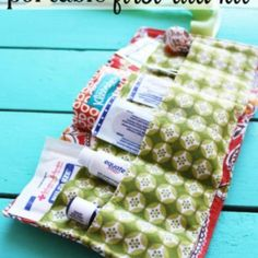 Portable First Aid Kit {tutorial}