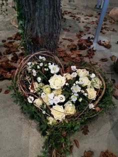 Herz Rustic Flowers, Fall Flowers, Dried Flowers, Funeral Floral Arrangements, Modern Flower Arrangements, Grave Flowers, Funeral Flowers, Cemetery Decorations, Garden Workshops