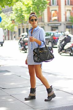 trendy_taste-look-outfit-street_style-ootd-blogger-blog-fashion_spain-moda_españa-vestido_camisero-shirt_dress-primavera-spring-balenciaga-city_bag-steve_madden-chain_boots-botas_cadenas-rock-ray-ban-clubmaster-madrid-9 Balenciaga, Trendy Taste, Looks Style, My Style, Steve Madden, Warm Weather Outfits, Street Style Summer, Spring Summer Fashion, Spring Style