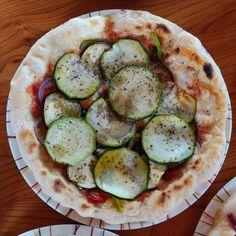Découvrez les meilleures recettes des pizze du GIO en cliquant sur l'image Pizza Napolitaine, Thing 1, Avocado Egg, Zucchini, Eggs, Vegetables, Breakfast, Food, Top Recipes