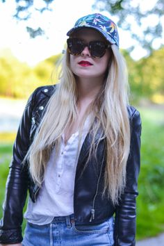Close Up, Bomber Jacket, Jackets, Collection, Fashion, Down Jackets, Moda, Fashion Styles, Fashion Illustrations
