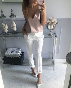 1b6d422975a5 Vita Jeans, Sommaroutfit, Modekläder, Lediga Kläder, Feminint Mode,  Eleganta Kläder,
