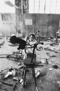 Jean Tinguely, 1965 Большая коллекция черно-белых фотографий, снятых в шестидесятые годы прошлого века талантливым голливудским киноактером и режисером Деннисом…