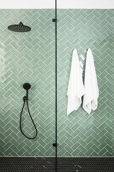 Three Birds Renovations – House 9 – Salle de bain principale – Tile Inspo – Scandinavian & Scandinave - Home Design World