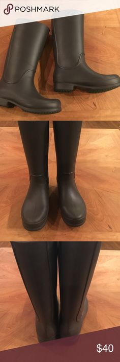 Crocs rain boots EUC, very very light wear! Great looking and practical pair of rain boots!! CROCS Shoes Winter & Rain Boots
