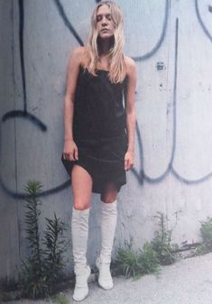 Chloe Sevigny in Maison Martin Margiela S/S 1998 Look Fashion, 90s Fashion, Fashion Design, Fashion Weeks, Milan Fashion, Chloe Sevigny Style, Mark Borthwick, The Blonde Salad, Costume