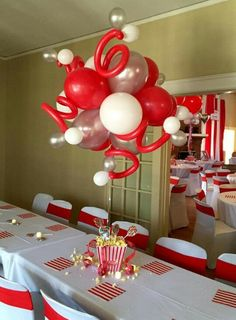 Balloon Ceiling, Balloon Arch, Ceiling Lights, Clown Balloons, Balloon Decorations, Balloon Ideas, Table Centerpieces, Centerpiece Ideas, New Years Eve