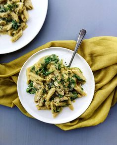 """Quick and """"Cheesy"""" Spinach Pasta - With Love From Frances Spinach Pasta, Risotto, Ethnic Recipes, Food, Hands, Essen, Yemek, Meals"""