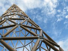 Neo Geo: geodesic construction in contemporary architecture Organic Architecture, Space Architecture, Architecture Details, Contemporary Building, Contemporary Architecture, Shell Structure, Bamboo Construction, Cardboard Design, Unusual Buildings