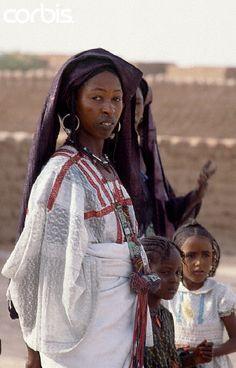 Africa   Tuareg Woman.  I-n-Gall, Agadez Region, Niger    © Tiziana and Gianni Baldizzone