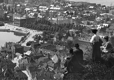 Utsikt mot sentrum - ca. 1909-15. Foto (utsnitt): Olaf Andreas Svanøe - Universitetsmuséet i Bergen.