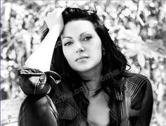 Laura Prepon as Alex Vause Alex Vause, That 70s Show, Orange Is The New Black, Pretty People, Beautiful People, Taylor Schilling Laura Prepon, Donna Pinciotti, Alex And Piper, Woman Crush