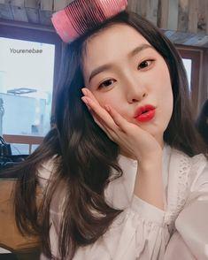 """Red Velvet irene""""nuovo shoes"""" behind Seulgi, South Korean Girls, Korean Girl Groups, Park Sooyoung, Yoona, Red Velvet Irene, Kim Yerim, Kpop Girls, My Idol"""