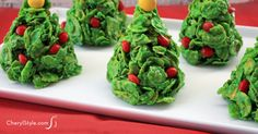 Cornflake Christmas tree cookies - Everyday Dishes & DIY - Cornflake Christmas tree cookies are the way to go for that fun holiday treat! Marshmallows, food coloring and candy turn cereal into crispy sweets that are perfect for gift-giving or serving to guests. Plus they're fun, easy to make and yummy!