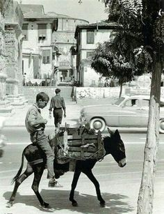 Egnatia Avenue and the Arch of Galerius (Kamara) in Thessaloniki, donkeys and cars. In the background Rotunda or Church of St. George, 1962 by Hubertus Hierl (Germany). Vintage Pictures, Old Pictures, Vintage Images, Mykonos Greece, Athens Greece, Greece Photography, White Photography, Old Time Photos, Greece Pictures