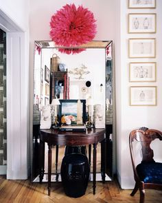 interesting idea for leaning mirror in the future - put a small entry table and. - Home Accents Interior Design New York, White Bedding, Interior Inspiration, Tuesday Inspiration, Living Spaces, Living Rooms, Sweet Home, House Design, Giant Mirror