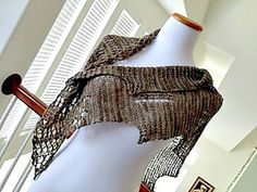 The fabulous Chiroptera shawl. How to style video and photo gallery.