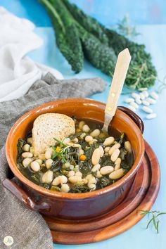 Zuppa di cavolo nero e cannellini Wine Recipes, Vegan Recipes, Food For Thought, Italian Recipes, Food And Drink, Healthy Eating, Yummy Food, Vegetables, Cooking