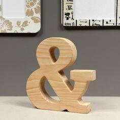 Drewniany znak &, wykonany z naturalnego drewna. Ręcznie polerowany.