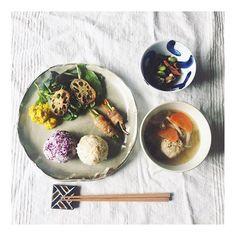 piii1203:朝ごはん🌿 生姜たっぷりの鶏団子スープ💭 プレートはオフィス引っ越しで出てきた沖縄で作った自作。 1年以上存在忘れてたけど、味があって いい感じ🙄💭 ───────────── #朝ごはん#Piごはん🍴#和食プレート 2017/10/26 11:36:01