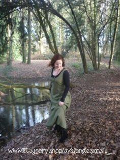 Moss green Woodland dress, size 14 & made to order / Mosgroene Woodland jurk, maat L & op bestelling. http://www.etsy.com/nl/listing/158830862/groene-linnen-woodland-jurk-met-satijn?ref=shop_home_active_15&ulsfg=true