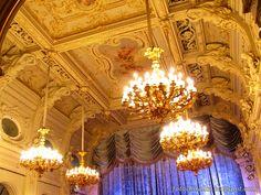 Люстры в в Белом (Танцевальном) зале. Владимирский дворец - Дом ученых