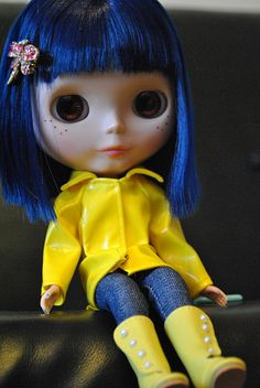 Coraline Jones Blythe doll. I love her.  WHERE CAN I GET THIS!?