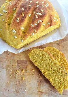 Brood bakken, nog even en het behoort tot een van mijn grootste hobby's. Dit pompoenbrood kwam naar voren uit een (goed gelukt!) experiment.