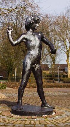 Jongetje. Kunstenaar: Ed van Teeseling.  Locatie: Lentemorgen in Zevenaar (gemeente Zevenaar).  Materiaal: brons.