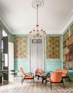 In the living room of this Cuban estate in Havana, midcentury furniture contrasts with antique wallpaper that predates the revolution.
