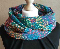 Cuello tubular reversible - Mil colores Verde de LoLahn Handmade por DaWanda.com Scarf, Silk Painting, Etsy, Ideas, Fashion, Green Colors, Painted Silk, Tents, Pintura