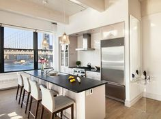 Anne Hathaway's former Brooklyn apartment has beautiful views.