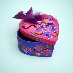 Abracadabra kinderfeestjes met een thema - knutselen knutselfeestje opbergdoosje juwelendoosje of sieradendoosje versieren Backgrounds Wallpapers, Kids House, Baby Items, Decorative Boxes, Crafts, Vintage, Gift For Boyfriend, Diy, Gifts
