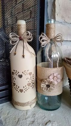 how to fabric decoupage wine bottle Wrapped Wine Bottles, Empty Wine Bottles, Recycled Wine Bottles, Wine Bottle Art, Painted Wine Bottles, Diy Bottle, Bottles And Jars, Decorated Bottles, Decorative Wine Bottles