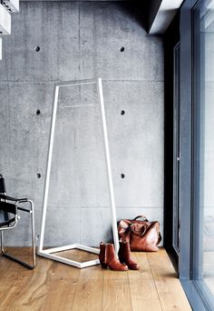 Find the Lume coat stand from Finnish design house BeDesign. Shop the modern coat rack safely and comfortably online in the Connox Shop! Nordic Design, Nordic Style, Modern Design, Interior Styling, Interior Decorating, Interior Design, Metal Clothes Rack, Modern Furniture, Furniture Design
