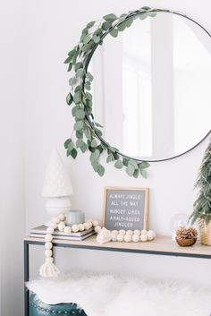 Decor Crafts 99160 DIY Christmas Decorations & Crafts - Xmas Ideas for The Home. Are you looking for the best DIY Christmas Decoration ideas and crafts to try in your home this year? You'll find here easy and cheap Xmas decor ideas! Minimal Christmas, Christmas Home, Christmas Crafts, Christmas Kitchen, Christmas Music, Diy Christmas Decorations Easy, Modern Christmas Decor, Christmas Aesthetic, Rustic Christmas