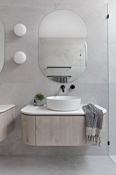 Zephyr & Stone WK Quantum Quartz on Inspirationde Modern Bathroom Design, Bathroom Interior Design, Home Interior, Bathroom Designs, Bathroom Ideas, Bath Design, Bad Inspiration, Bathroom Inspiration, Bathroom Faucets