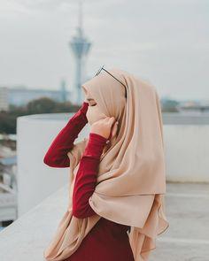 Muslim Fashion 581316264388509752 - Source by samadisuhrab Arab Girls Hijab, Muslim Girls, Beautiful Muslim Women, Beautiful Hijab, Hijabi Girl, Girl Hijab, Niqab Fashion, Fashion Outfits, Muslim Hijab