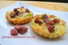 #giorgiapassionecucina: #crostatine #mozzarella, #prosciutto #crudo e  #cipolla, #ricetta #impasto #pizza