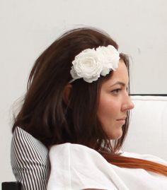 Haarschmuck & Kopfputz - Braut Haarband, Blüte Haarkranz, Hochzeit Blume - ein Designerstück von maijasweddingbliss bei DaWanda